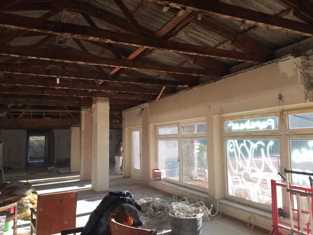 Blick in den maroden Dachstuhl