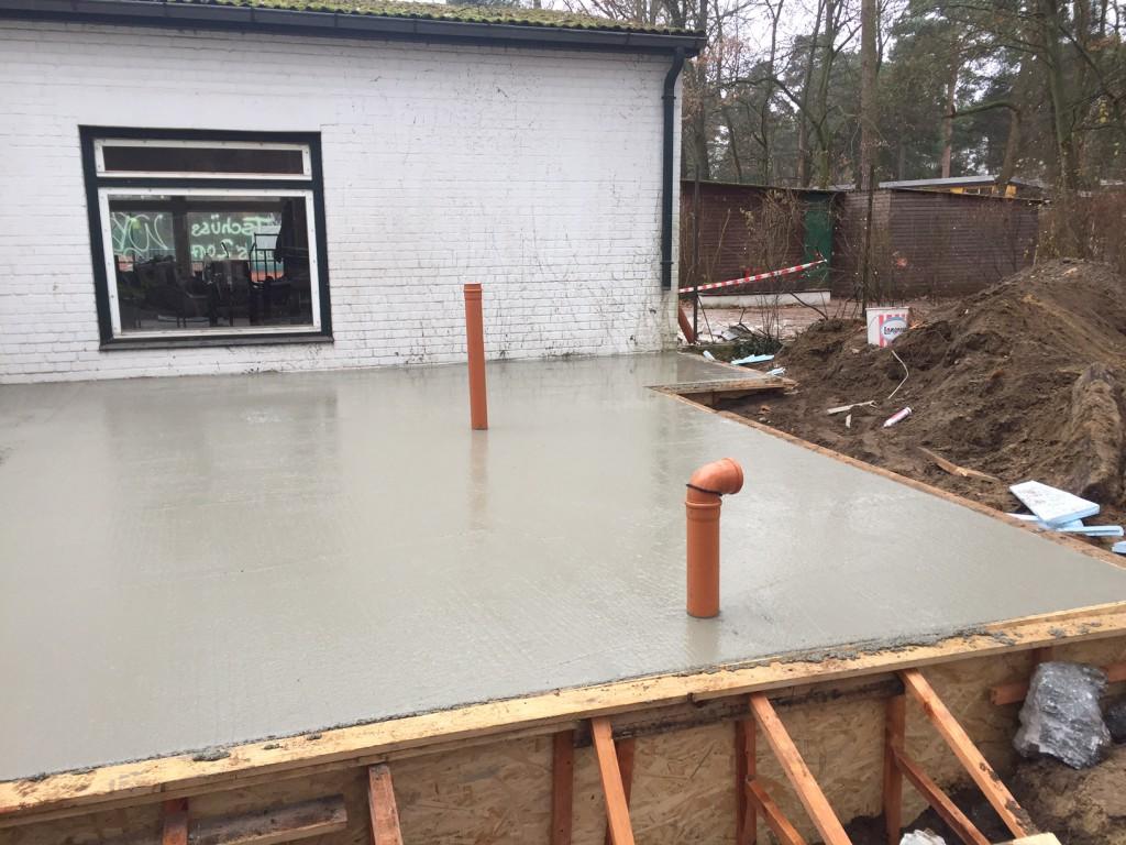 fertig betonierte Bodenplatte am 25-11-16